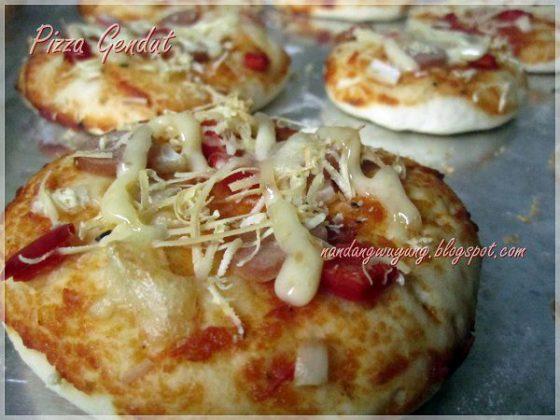 Pizza Gendut dan Pizza Kreezz by Puji Rahayu