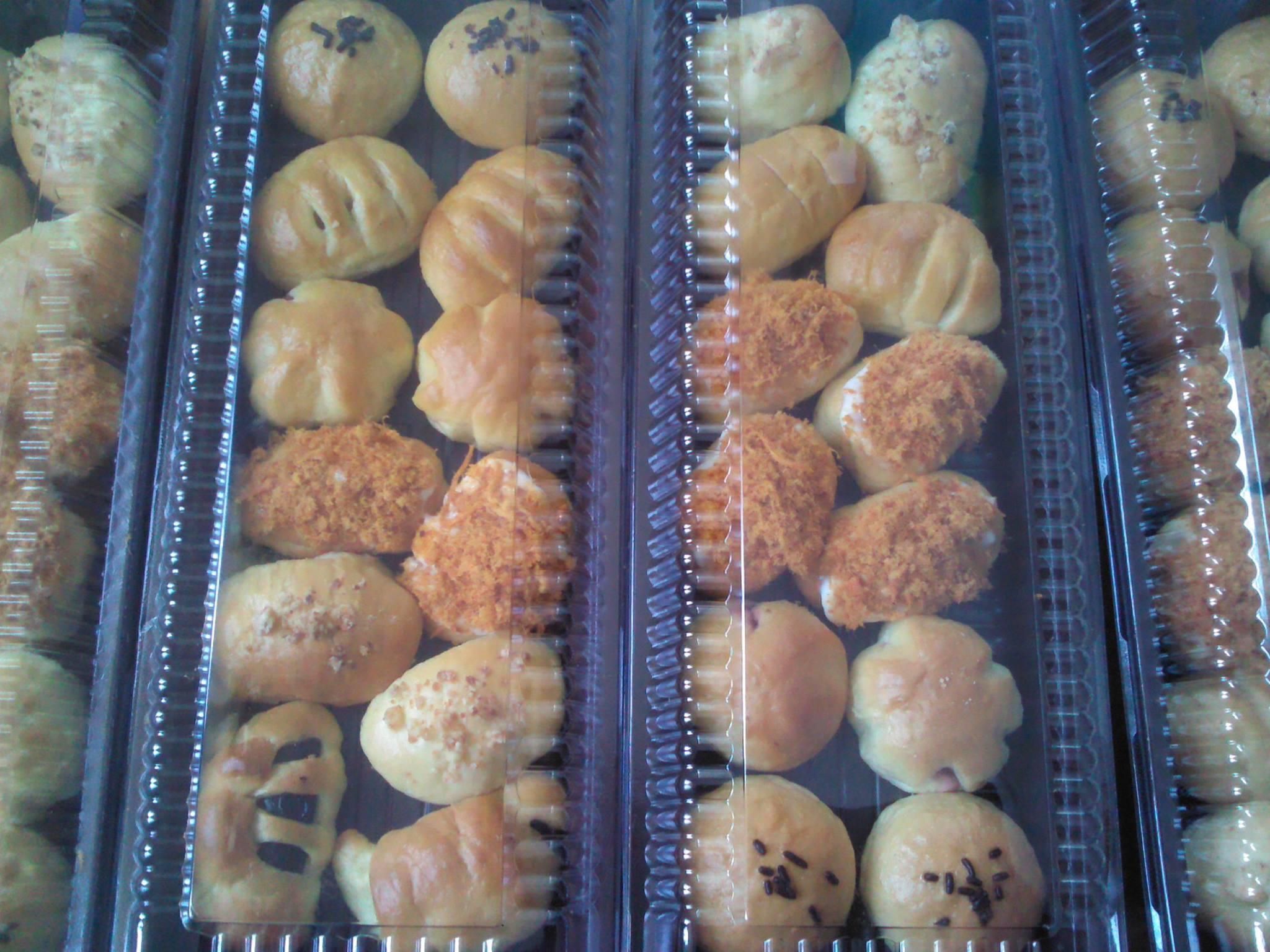 Roti Unyil aneka isi by Agatha M. Kuntari