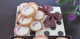 Blueberry / Pineapple Cheese Tart by Eny Rere