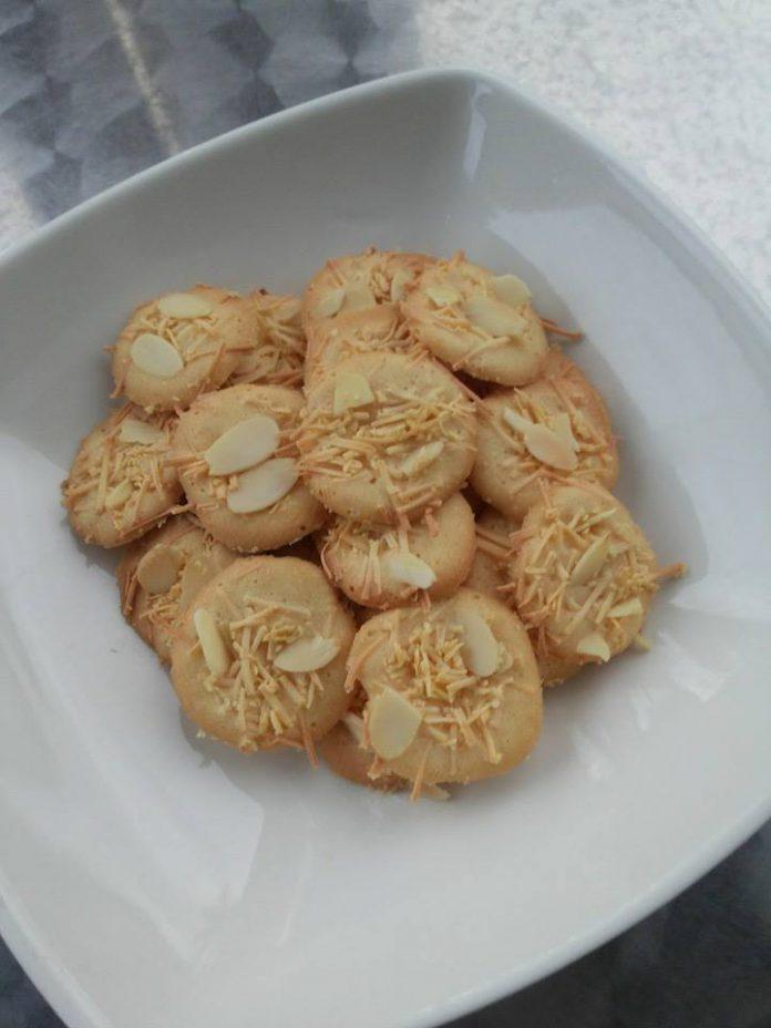 Kue Kering Keju Almond by Yanie Acil Wadai