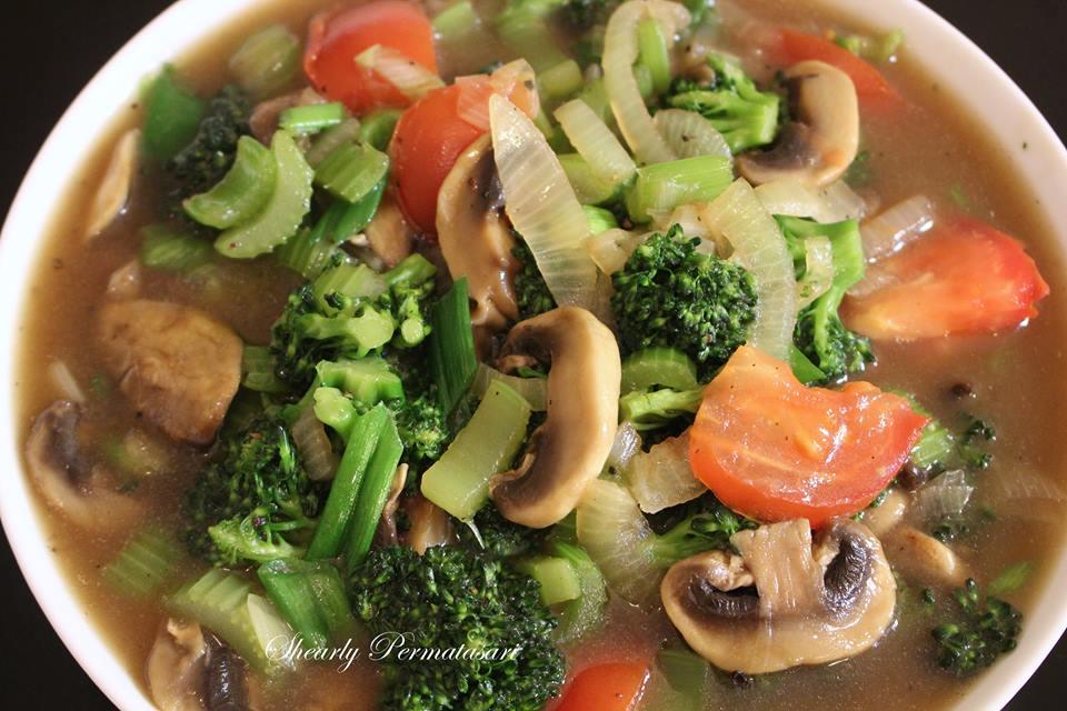 Tumis Brokoli dan Jamur by Shearly Permatasari