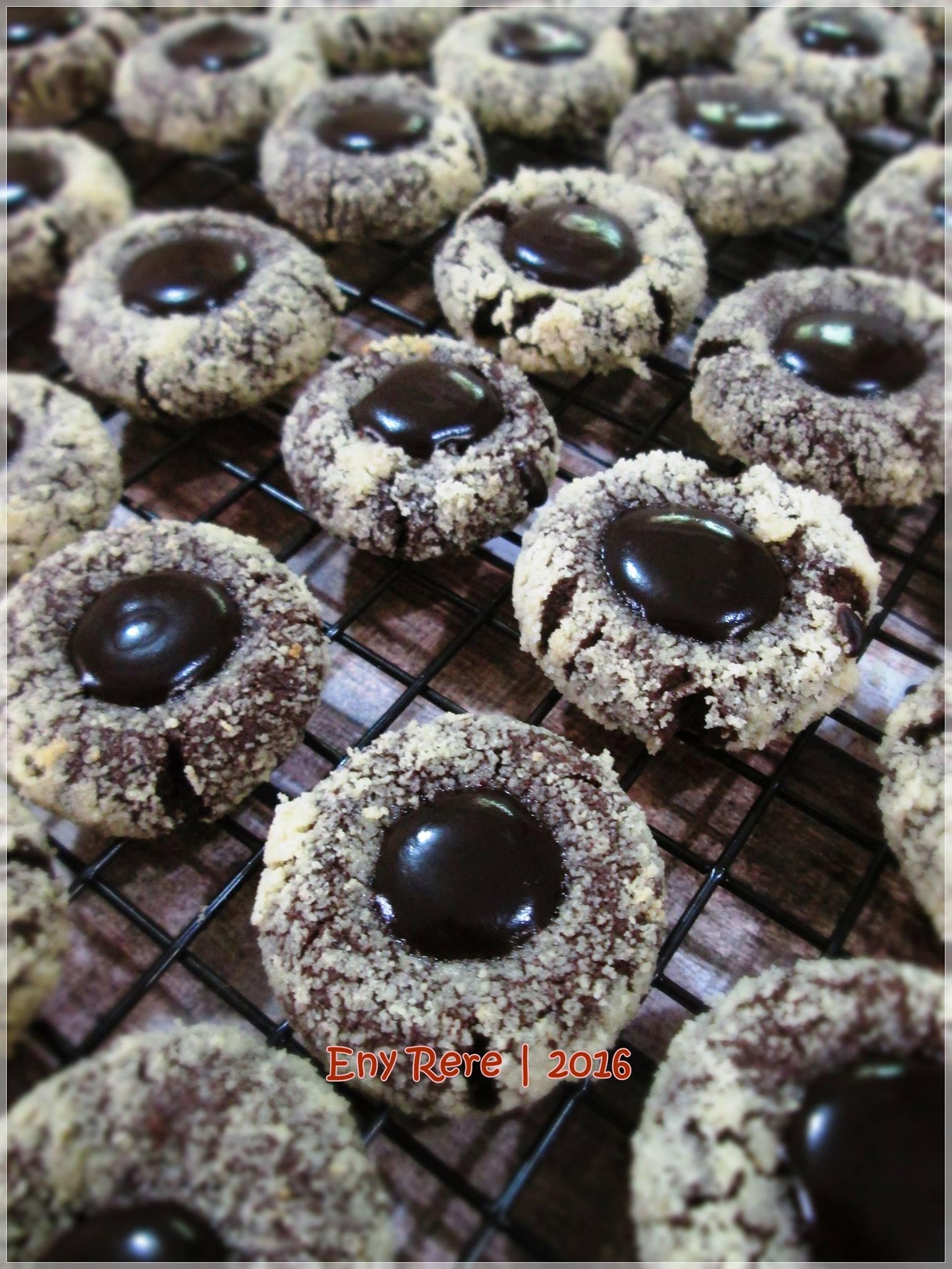 Thumbprint Cokelat Almond by Eny Rere