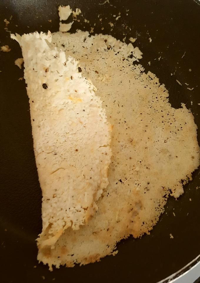 Rempeyek Parmesan(Parmesan Chips) by Doni Kusumah