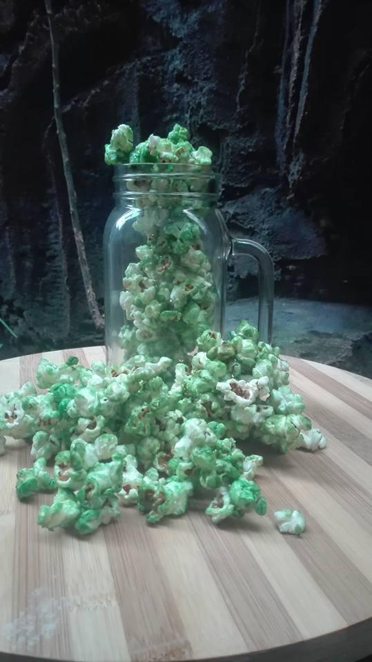 Popcorn Rainbow (punya saya warna hijau) by Nona Pramudya Amru