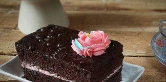 Simple Moist Chocolate Cake by Deisy Arakamasmom