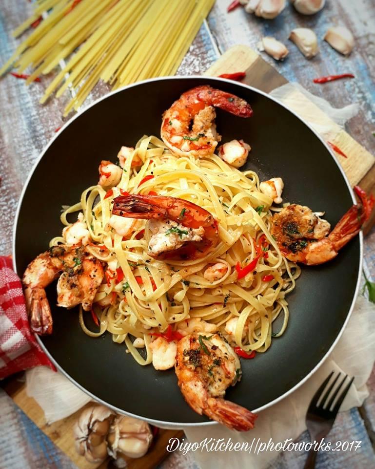 Fettucini Aglio Olio Shrimp by Aisyah Di'Yo