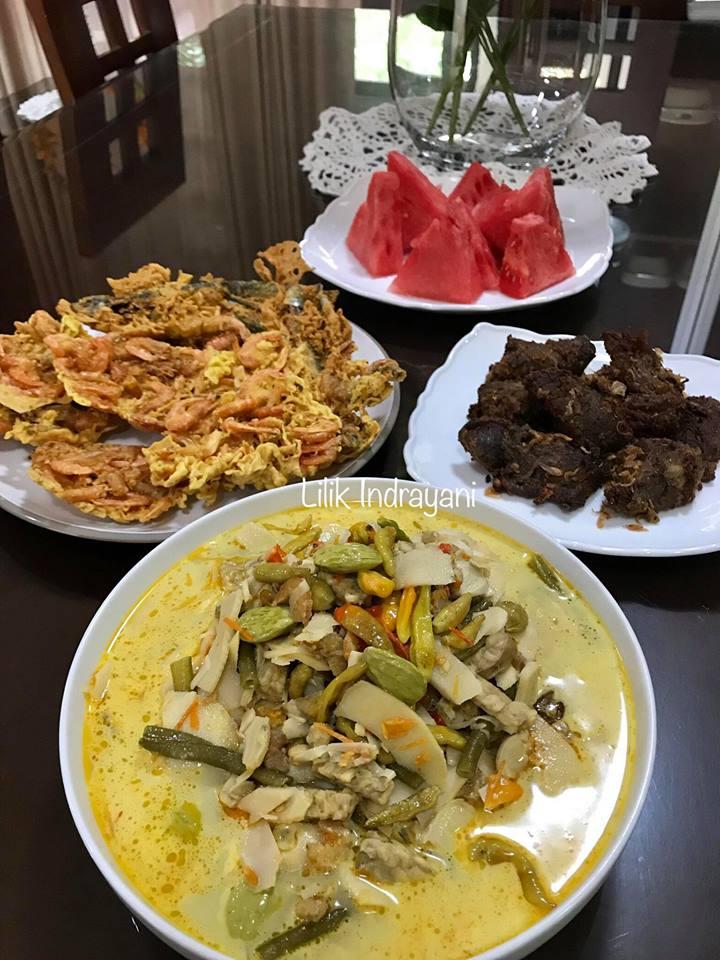 Empal Daging, Sayur Lodeh, Rempeyek Udang by Lilik Indrayani