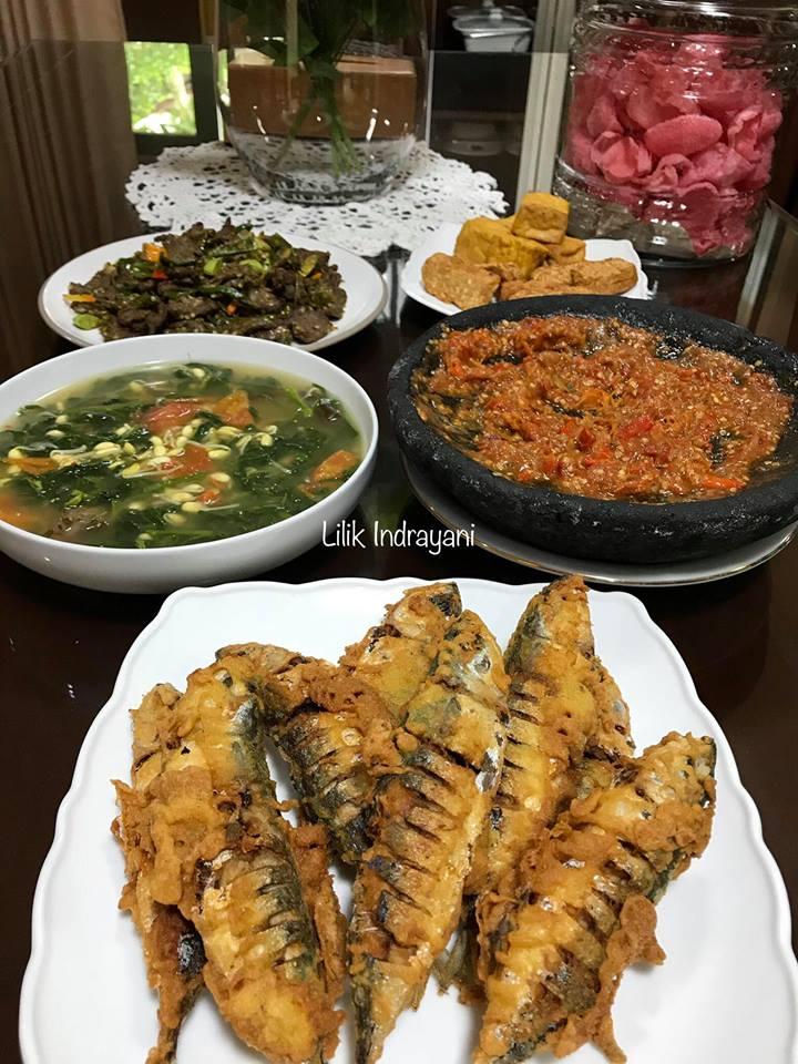 Oseng Daging Cabe Ijo, Ikan Kembung Tepung, Sayur Asem Jawa by Lilik Indrayani