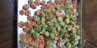 Schuimpjes (meringue cookies) by Vivi Novitasari