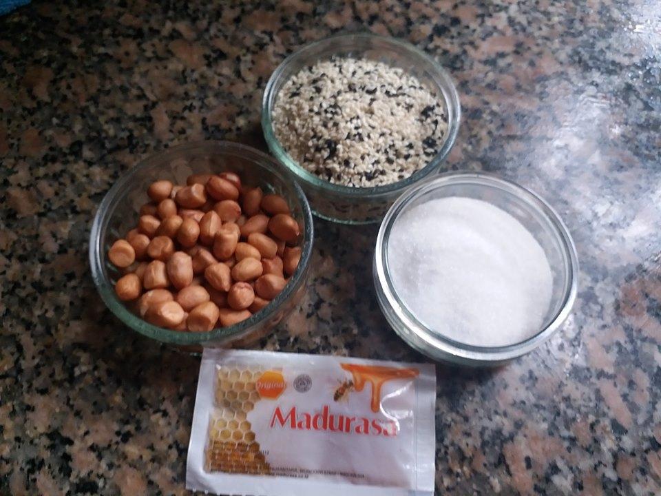 bahan Ting Ting Kacang Wijen by Arum Sari