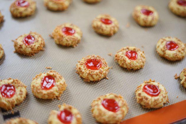 Resep dan Cara membuat Strawberry Thumbprint Cookies by Hendraacen