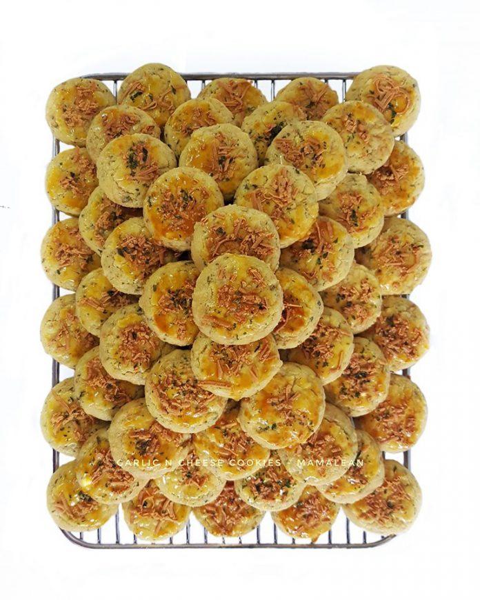 garlic n cheese cookies by Beta Wicaksono