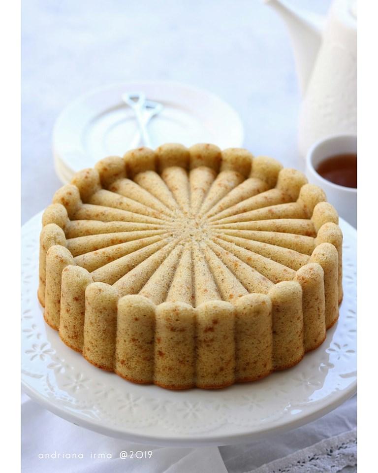BANANA SPONGE CAKE by Andriana Irma