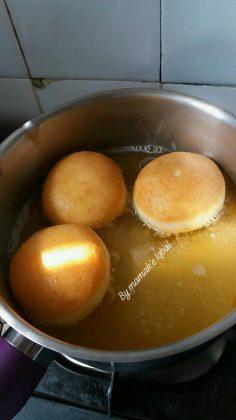 Donuts toping coklat kacang Tanpa mixer by Umi Iqbal 4