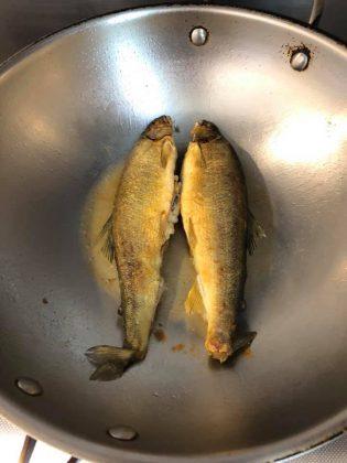tips Goreng ikan agar tidak lengket dan meletup