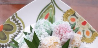 Kue klepon Warna Warni by Rachmawaty Rachmawaty