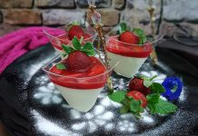 Pannacotta saus strawberry by Aning Miza