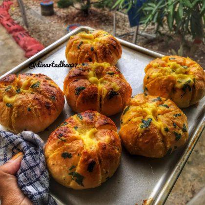 Korean garlic cheese bread by Dhea Ramadhan Dinarta