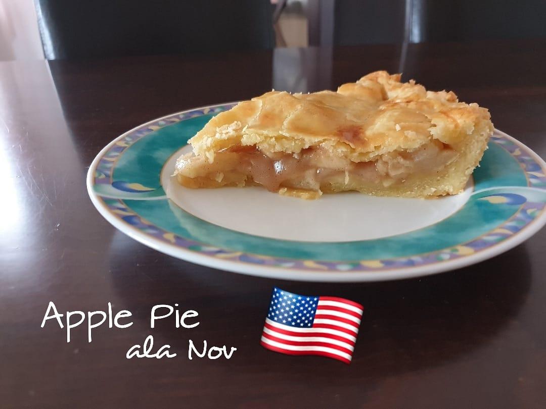 Apple pie by Novia Deniz