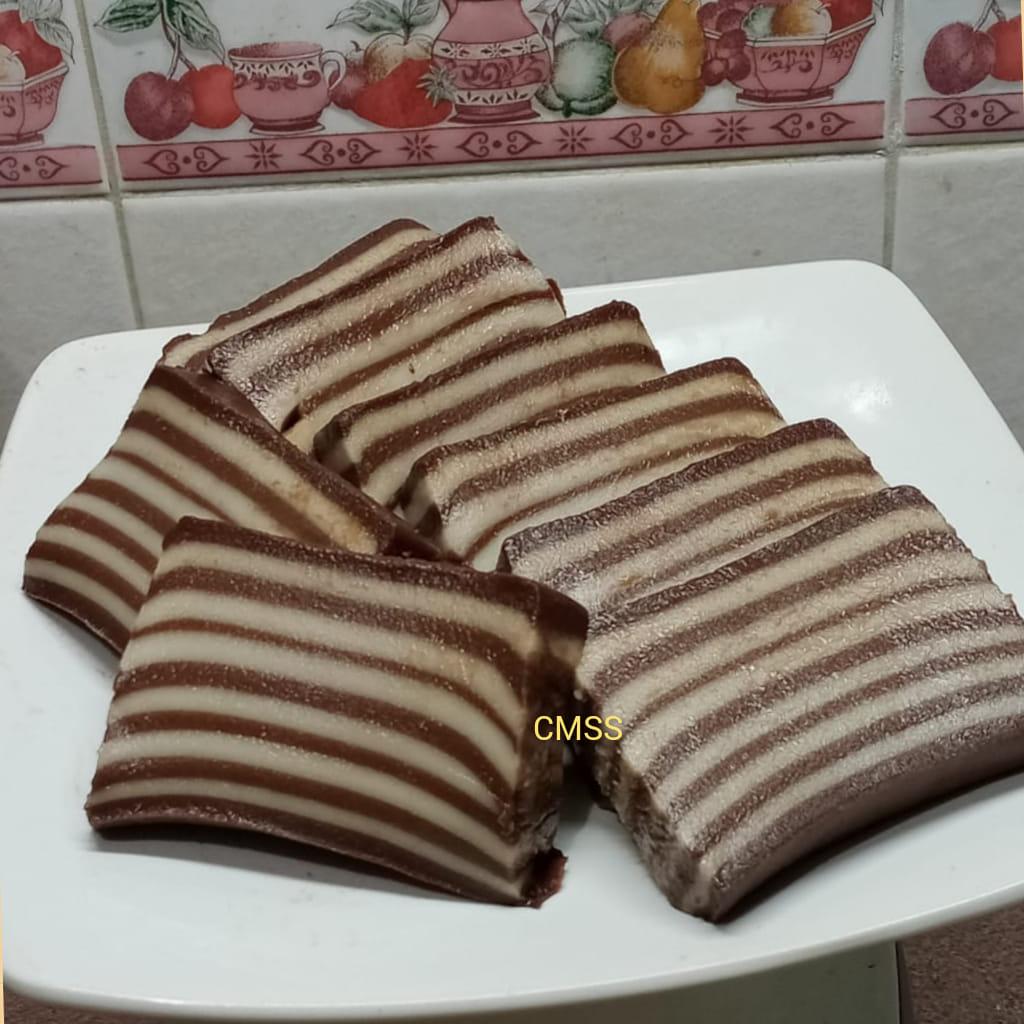 Lapis coklat by Catharina Maria Sri Sumarti
