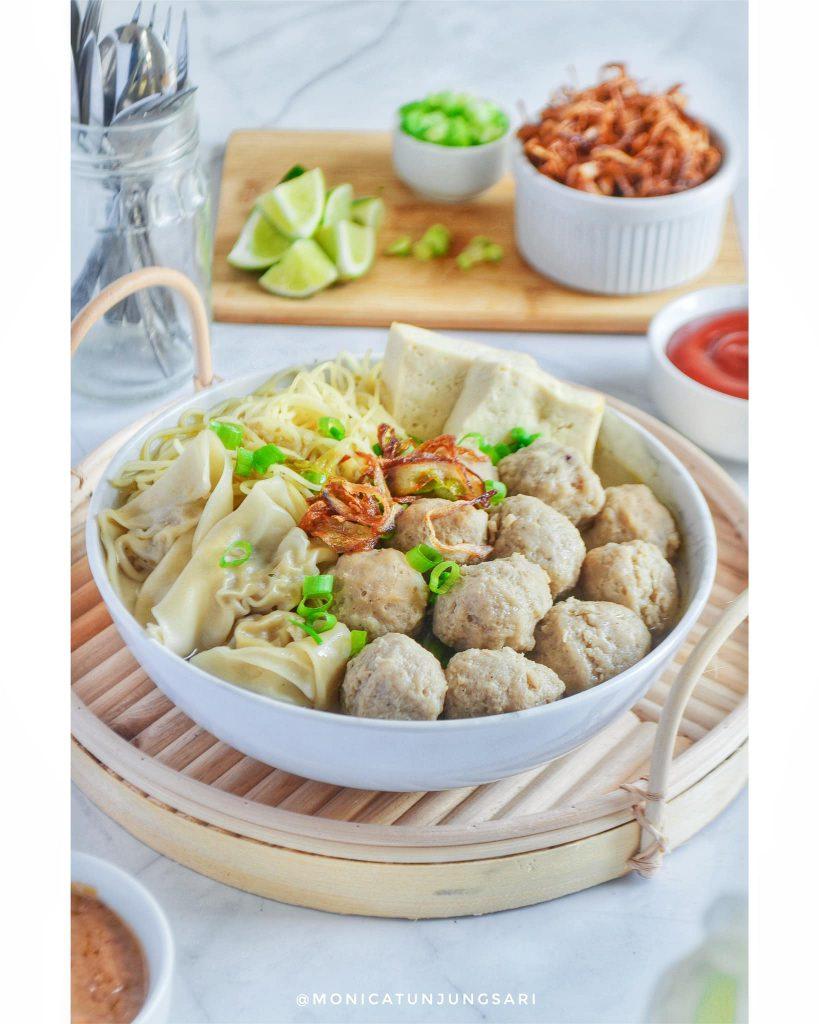 Makanan sejuta umat tidak bikin bosan BAKSO by Monica Tunjungsari Omar