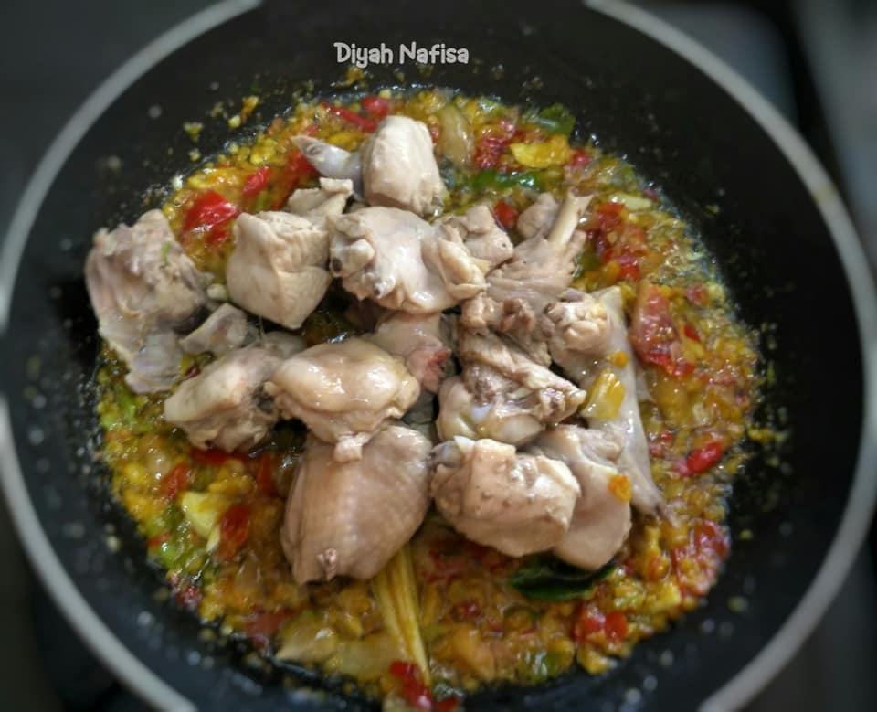 rasanya super pedas dan gurih Ayam Rica Kemangi by Diyah Nafisa 3
