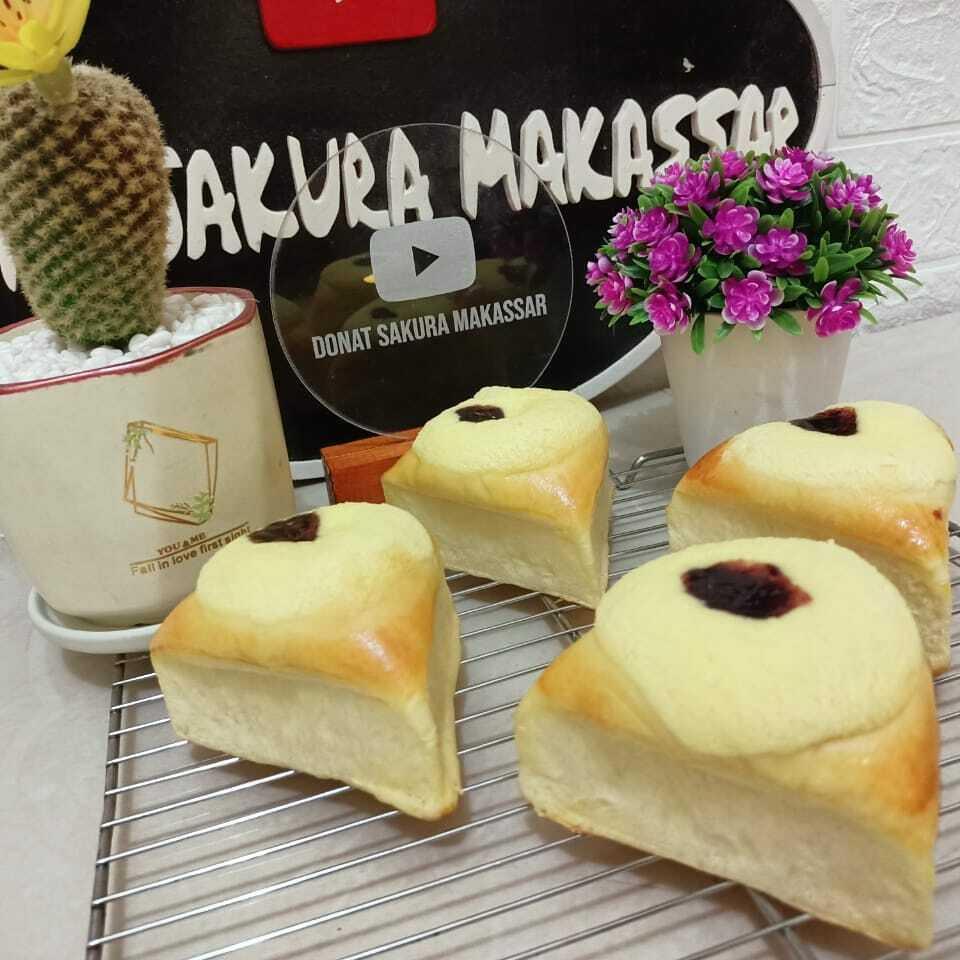 Bluberry & cheese cream bread by Donat Sakura Makassar