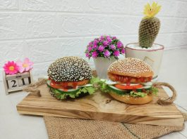 Roti burger special by Donat Sakura Makassar